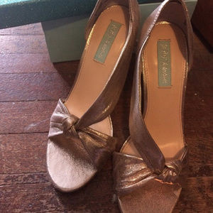 Blue Betsey Johnson Gold Champagne Heels 8.5 Abi